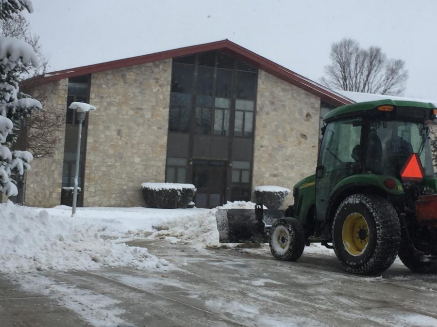 A+grounds+maintenance+worker+plows+snow+Jan.+30+off+the+sidewalk+near+Blackington+Hall.