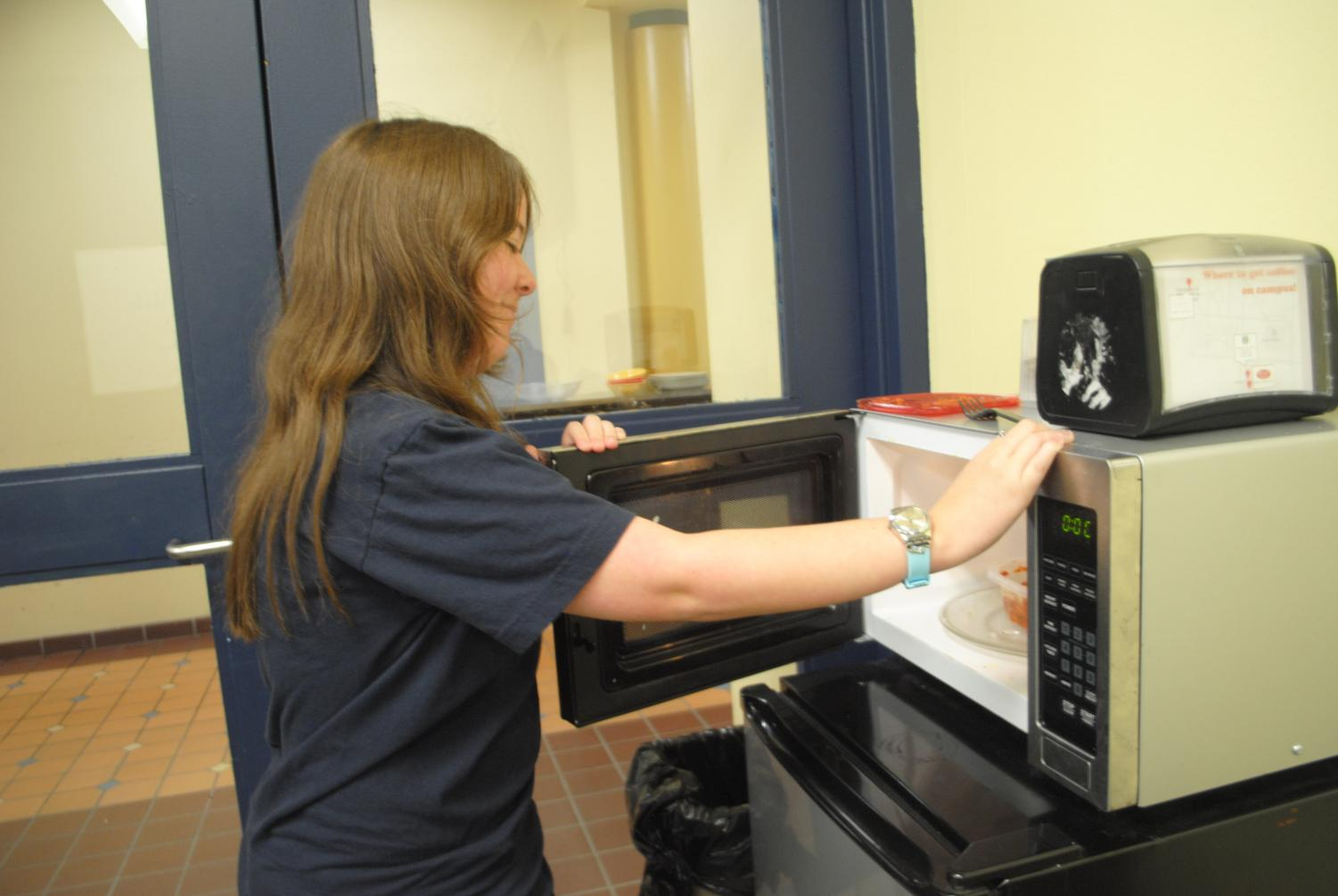Sophomore cummuter Jen Hilvko uses the commuter lounge's microwave to warm speghetti from home.
