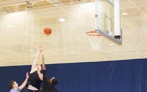 Intramurals bounce for men's basketball