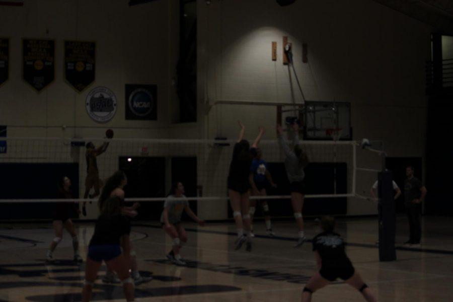 The+Pitt-Johnstown+women%E2%80%99s+volleyball+team+training+March+27+in+the+Wellness+Center.+